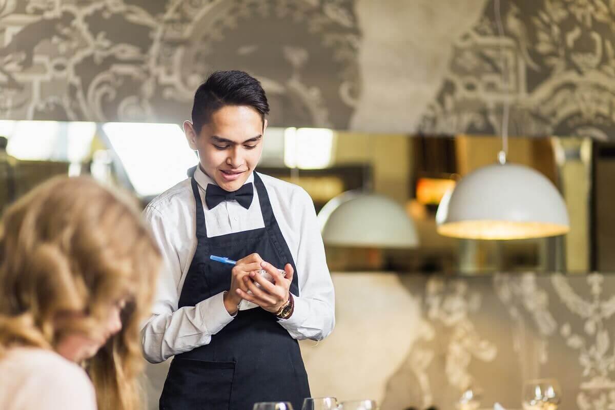 Commis de Rang Gehalt: Was verdient ein junger Kellner?