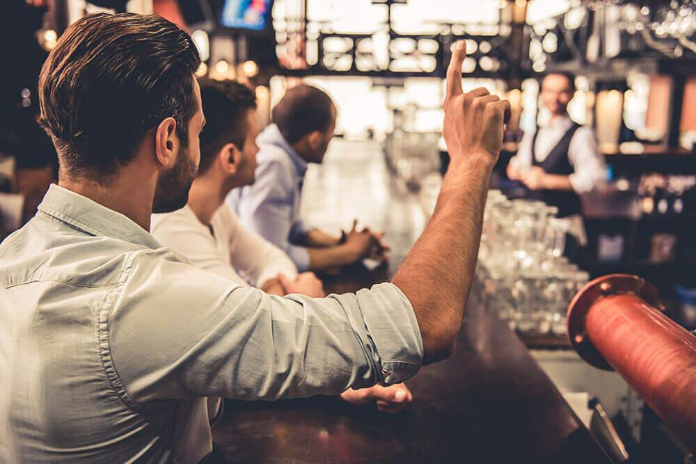 Oft unterschätzt: Die Aufgaben eines modernen Barkeepers
